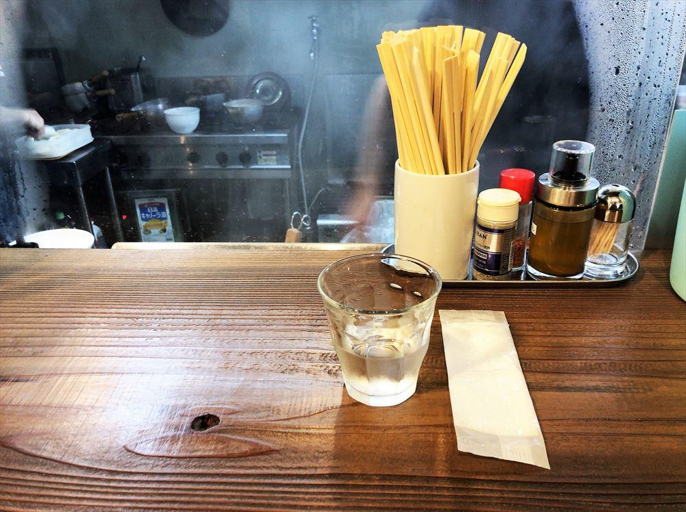 麺屋花枇のカウンター