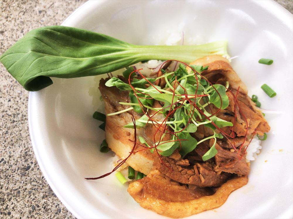 【ラボラトリー】の中華煮込み風 豚バラ丼
