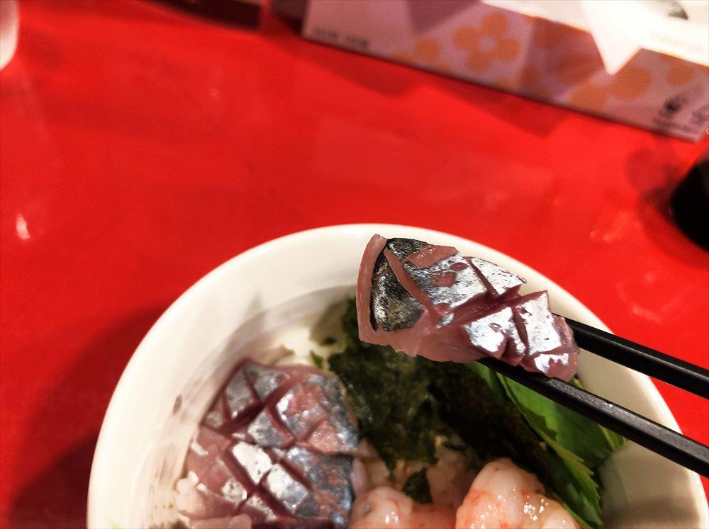 汁なし担々麺っぽい専門店 ラボラトリー「鯵とアカスエビの2色丼」