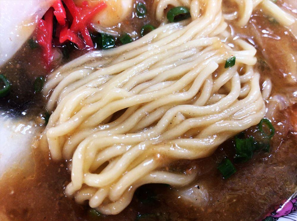 めんくい亭「とろみそラーメン」の麺