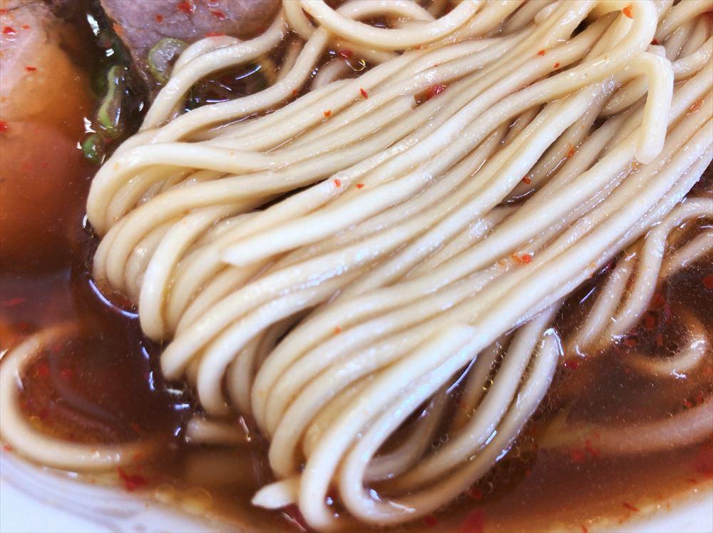 ラーメン 第二旭「ピリカラ」の麺