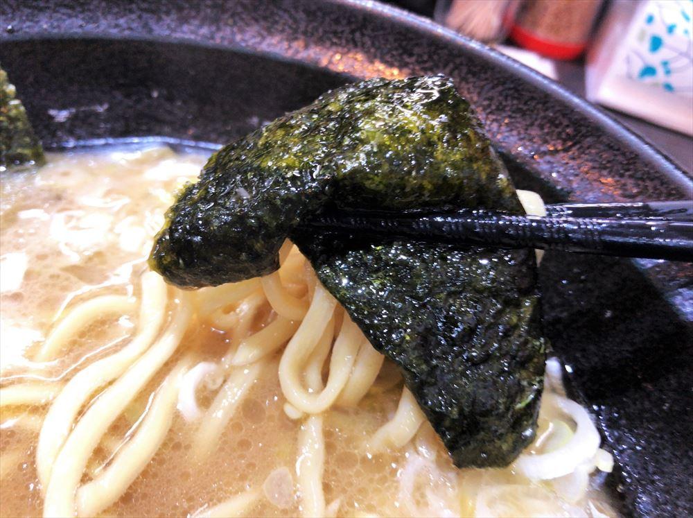 蔵前家「大ラーメン」の麺と海苔