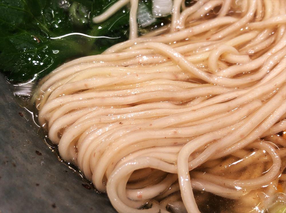 麺屋 燕「手火山かつおそば 塩」の麺