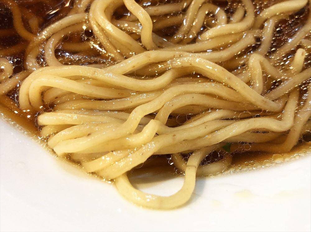 三八3「腸活中華そば」の麺