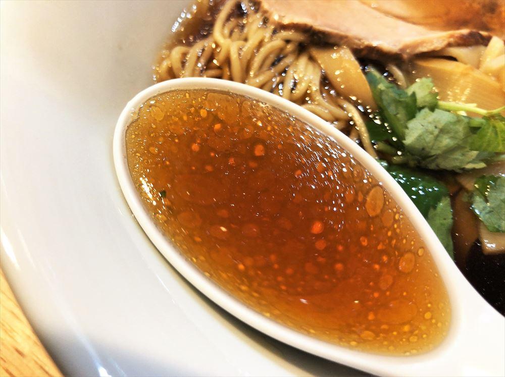 三八3「腸活中華そば」のスープ