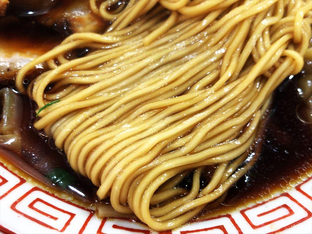 支那そば こてつ「ワンタンメン」の麺