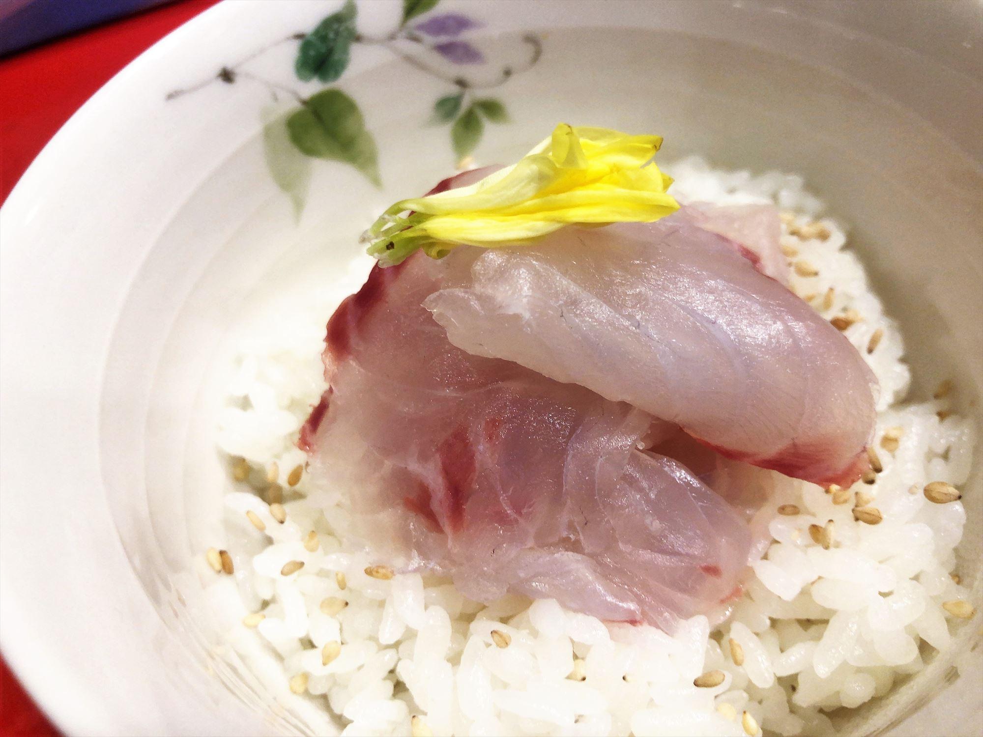 汁なし担々麺っぽい専門店 ラボラトリー「海鮮丼」