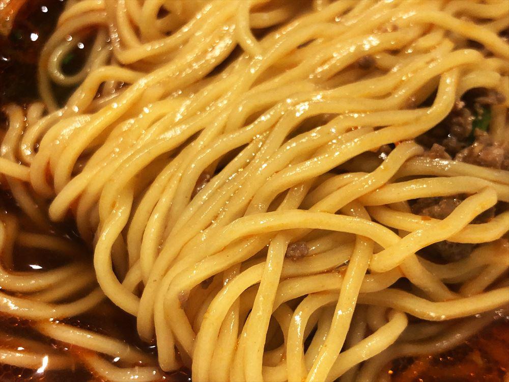 色彩膳 八っすんば「辛い生姜しょうゆらぁ麺」の麺