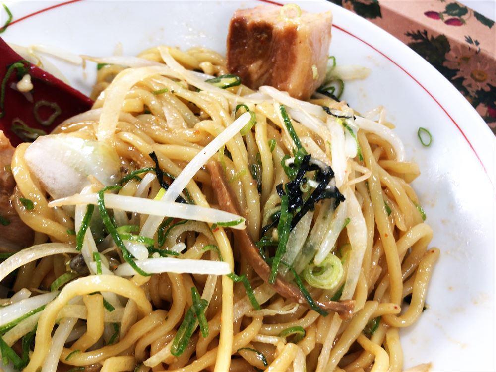 ませそばあぶらそば専門店 GoKaKu「スタミナ油そばにんにく入(大盛)」の麺