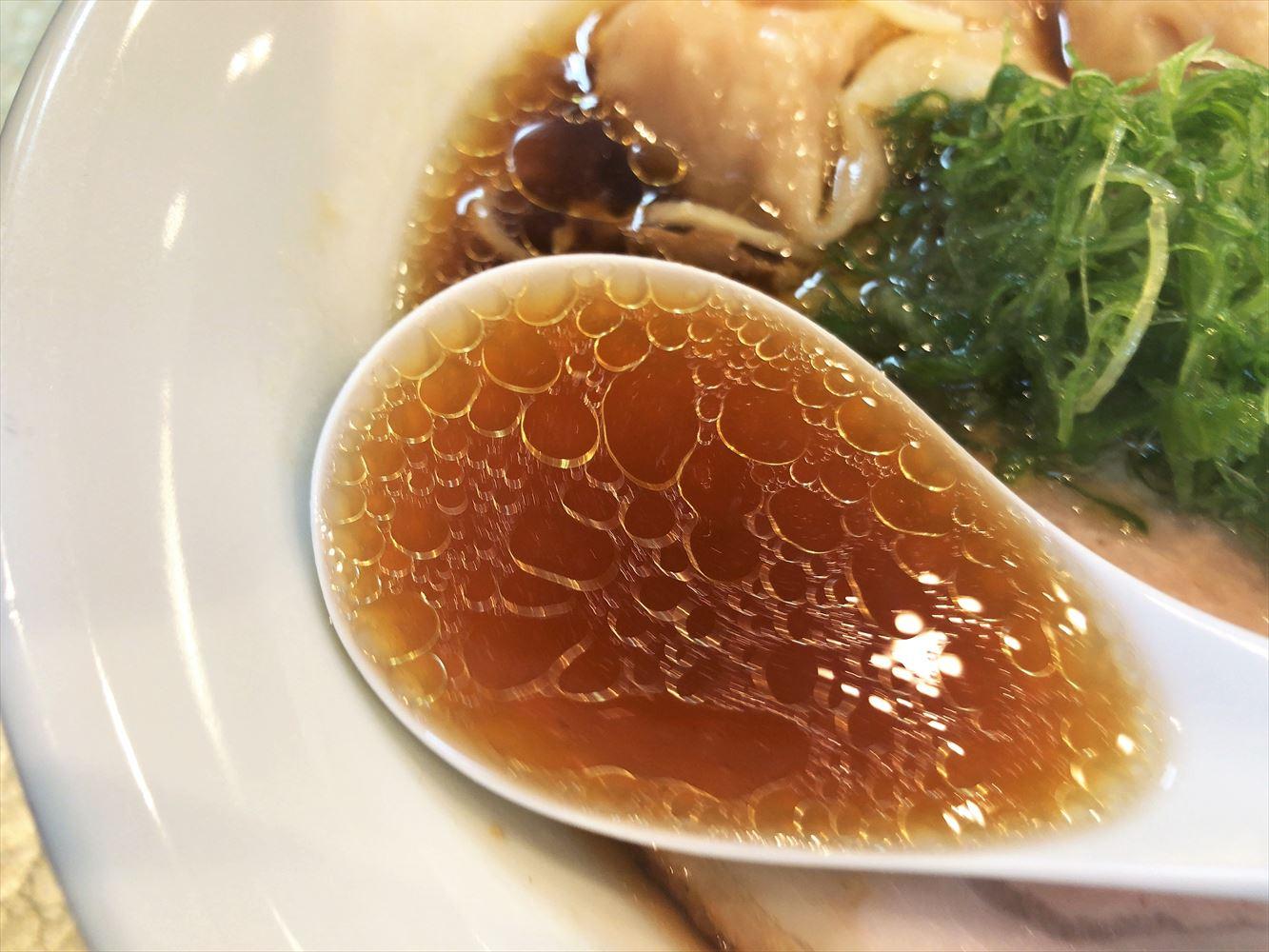 麺屋 さすけ 本店「海老雲吞そば」のスープ