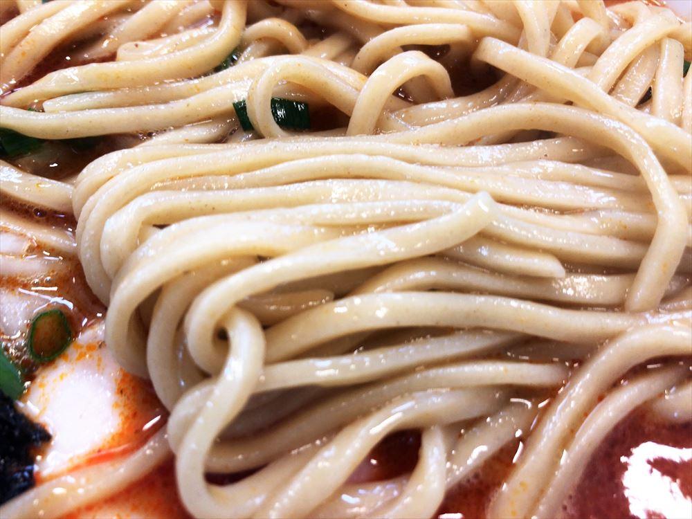 麺屋 AMORE「辛いバリ鰹」の麺