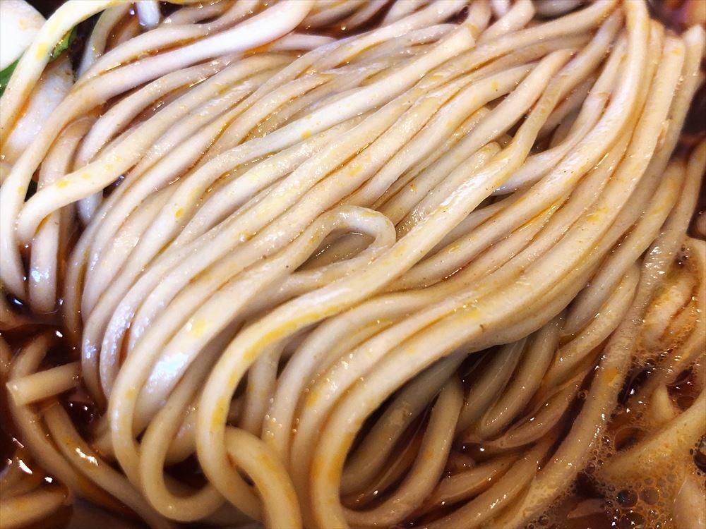 らぁ麺 めん奏心「紅の辛そば(かけ)」の麺