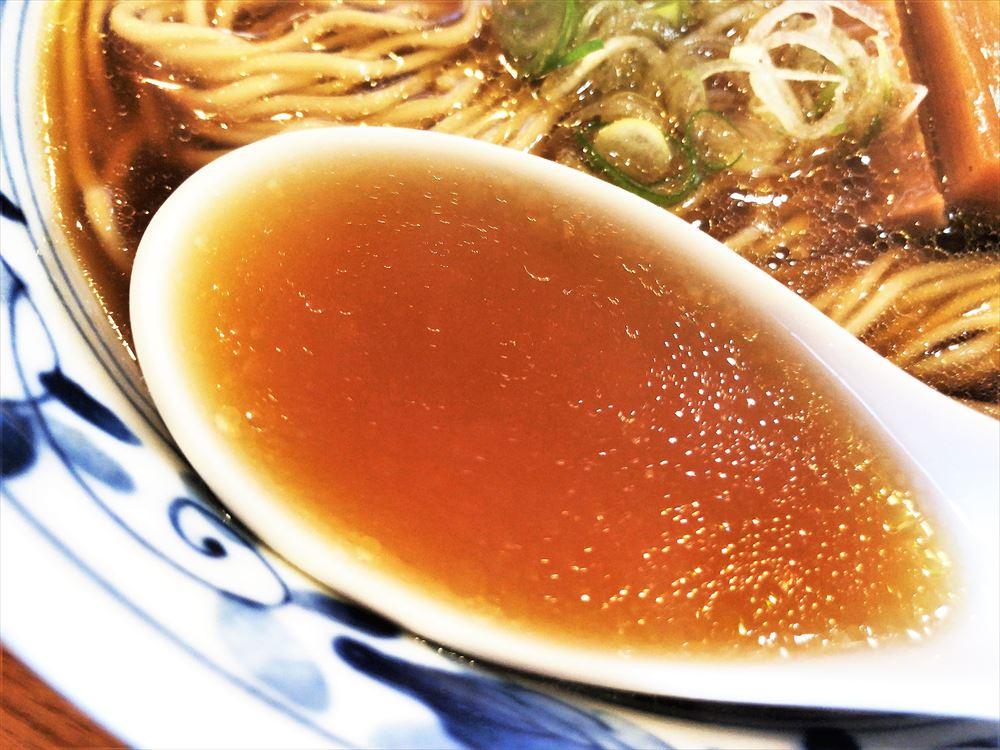 麺家 希多楽「今昔支那そば・醤油」のスープ