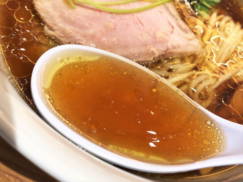 湯河原 飯田商店「醤油らぁ麺」のスープ