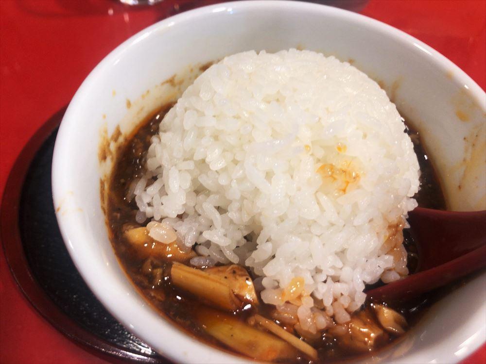 汁なし担々麺っぽい専門店 ラボラトリー「四川麻婆豆腐」ライス投入