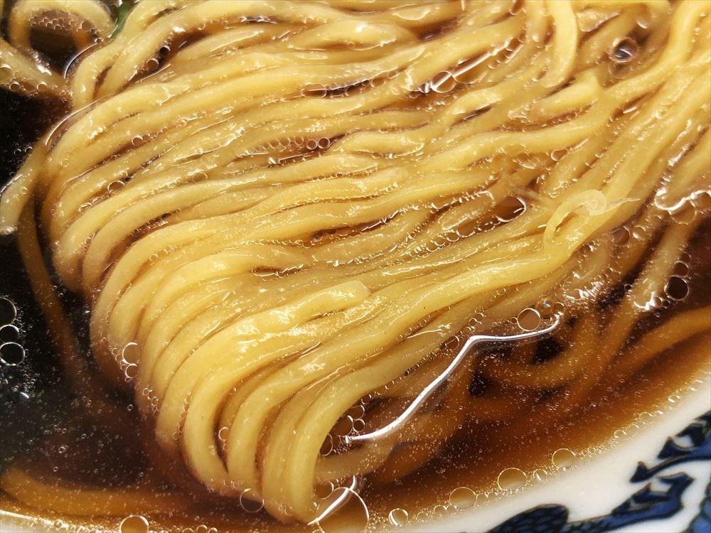 藤吉「醤油ラーメン」麺