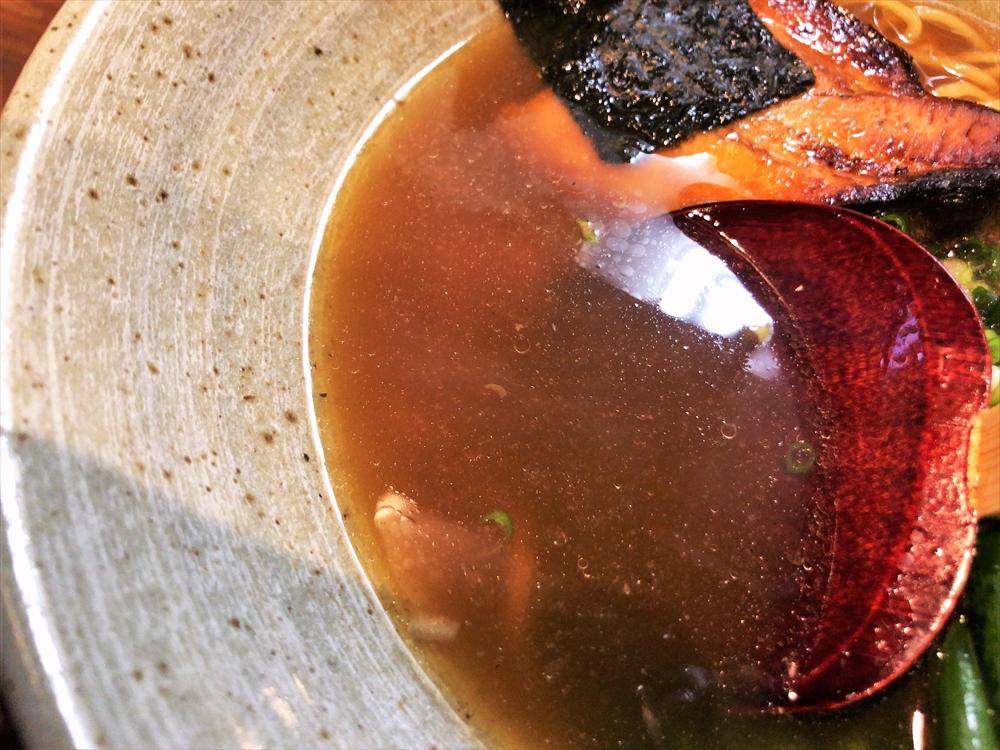 麺や 桜風「小ネギらーめん・醤油」スープ