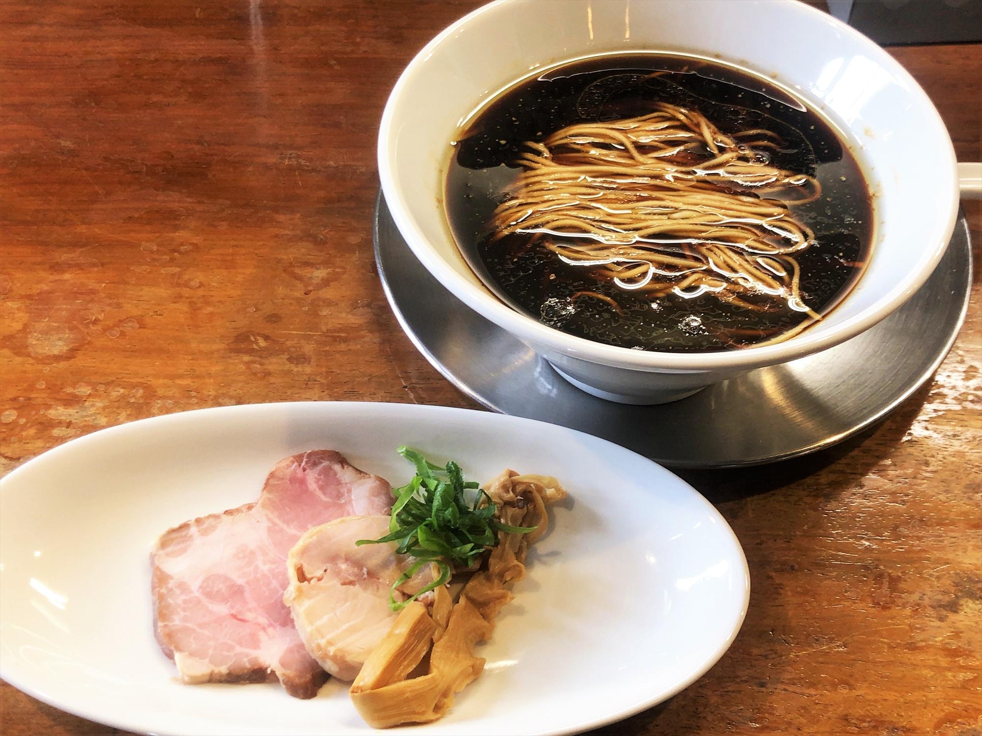 麺屋 菜花奈「古醤油十歳造 地鶏出汁」