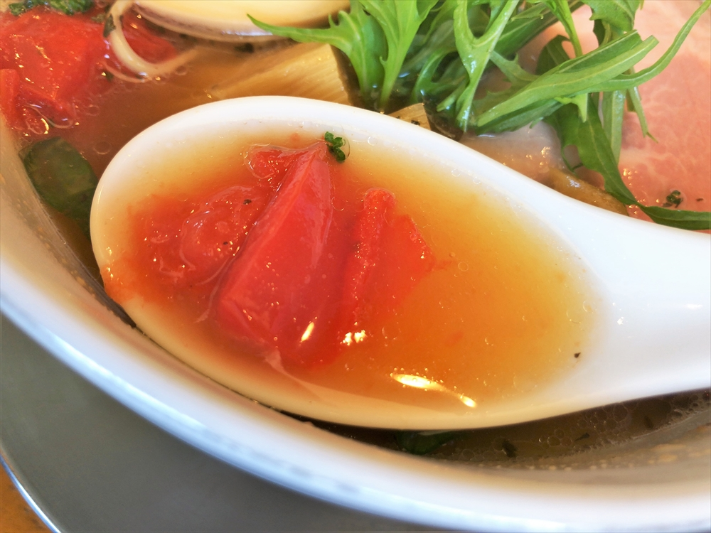 らぁ麺 めん奏心「完熟トマトの汐そば」スープ