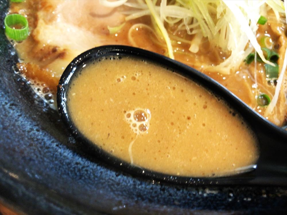 らーめん 奉仕丸「しょうゆ(ネギ油)」スープ