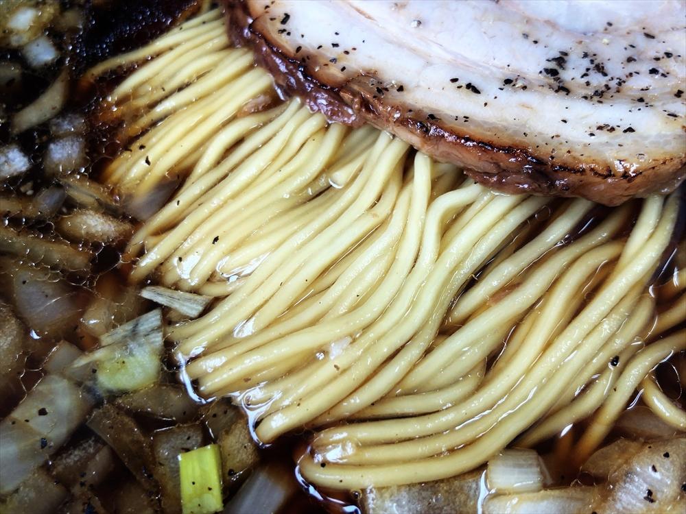 ちっきん「豚そばブラック」麺