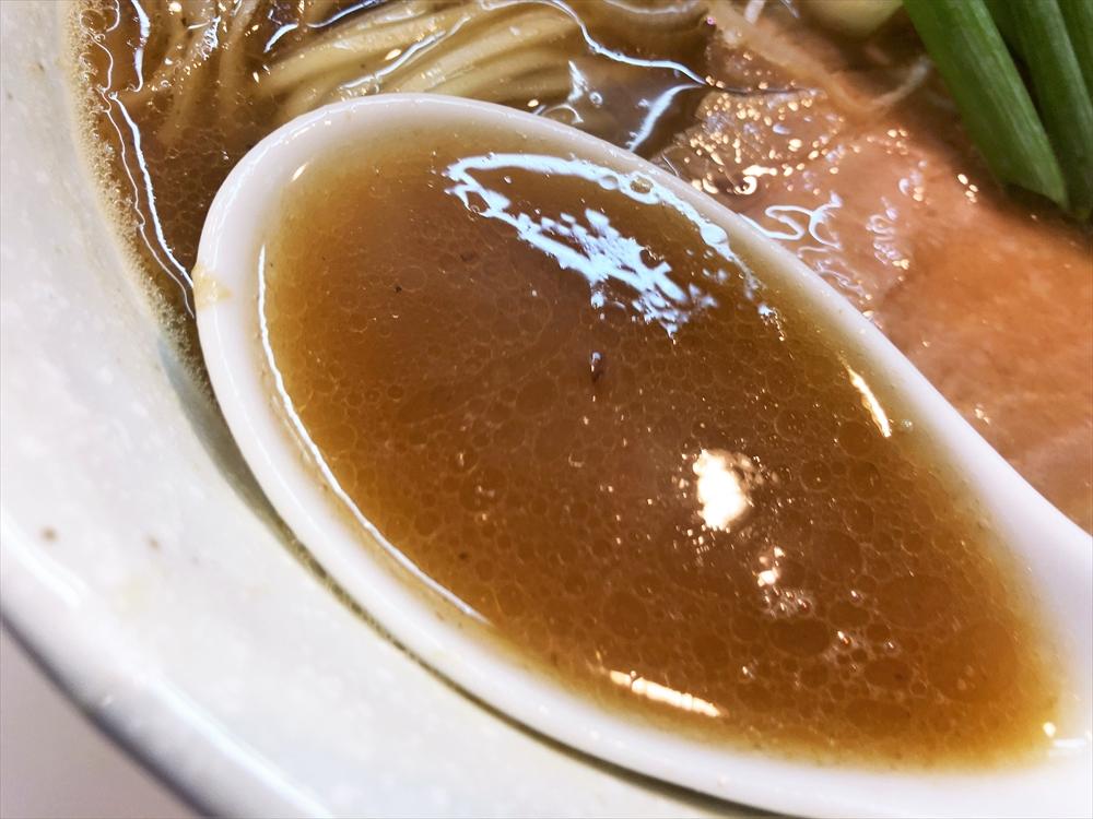 濃厚中華そば 麒麟「中華そば かつお」スープ