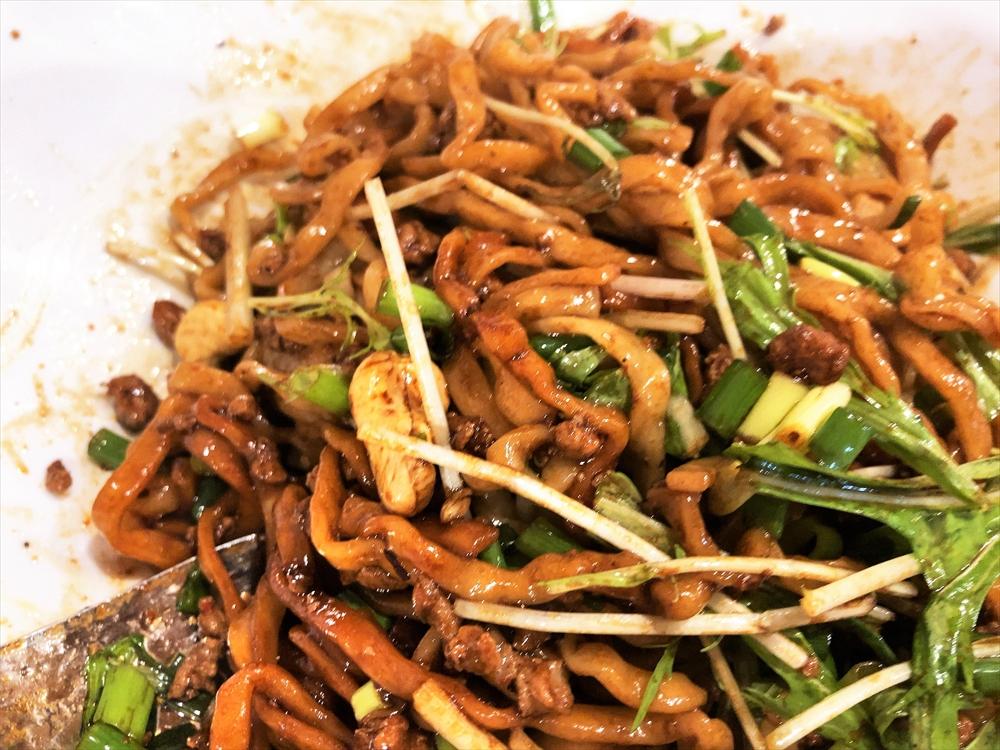 汁なし担々麺っぽい専門店 ラボラトリー「ラボタン(辛さ2、痺れ3)」麺