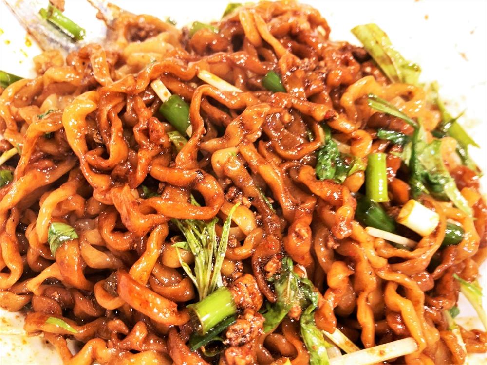 汁なし担々麺っぽい専門店 ラボラトリー「ラボタン(辛さ3、痺れ2)」麺
