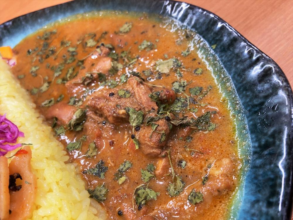 SPICE CURRY GHAL「GHALチキンカレーと煮干し出汁醤油 豚キーマ」チキンカレー