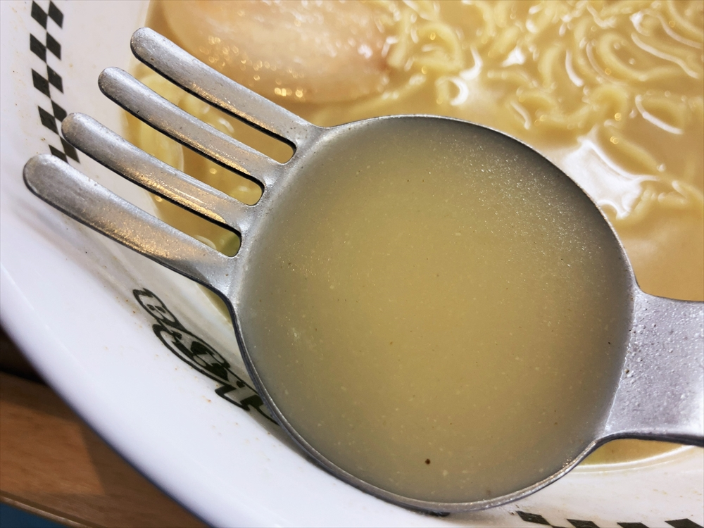 スガキヤ ザザシティ浜松店「ラーメン(大盛)」スープ