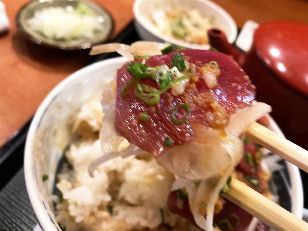 酒と肴と手打ち蕎麦 百里「かつを丼 そばセット」かつを丼