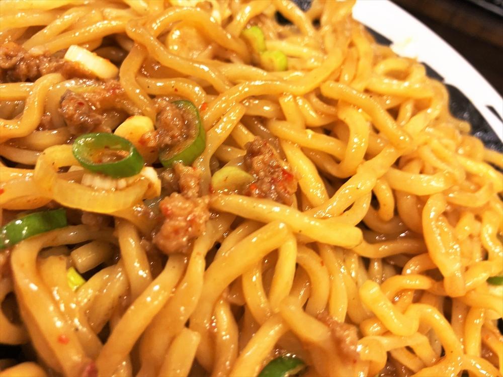 麺屋 つけ丸 有楽店「シビ辛汁なし坦々麺(大盛り)」麺