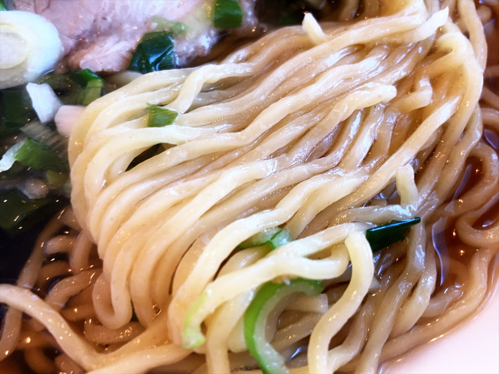 中華料理 明華園「ラーメン」麺