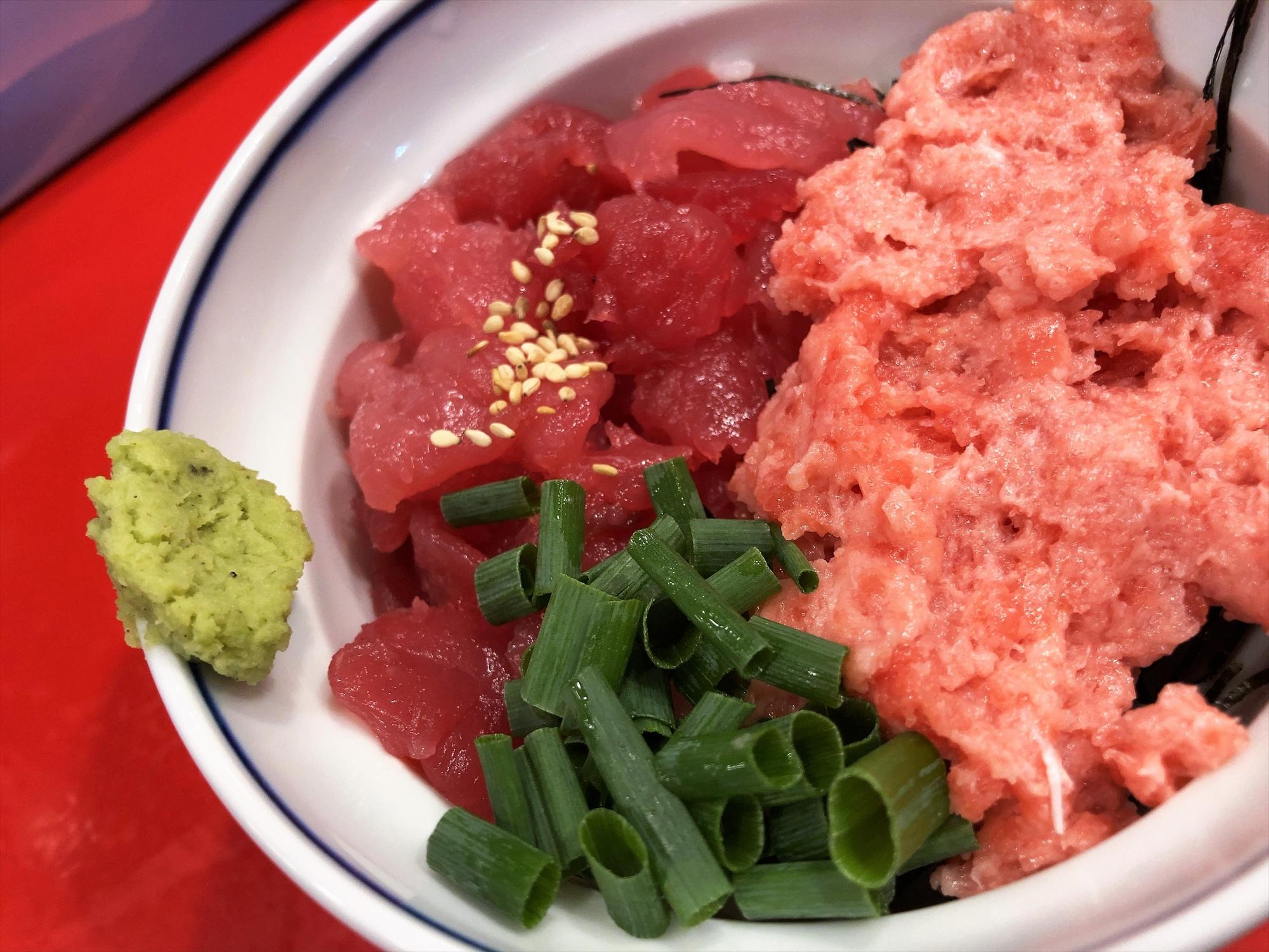 汁なし担々麺っぽい専門店 ラボラトリー「生鉢鮪中落ち丼とネギトロ2種丼」