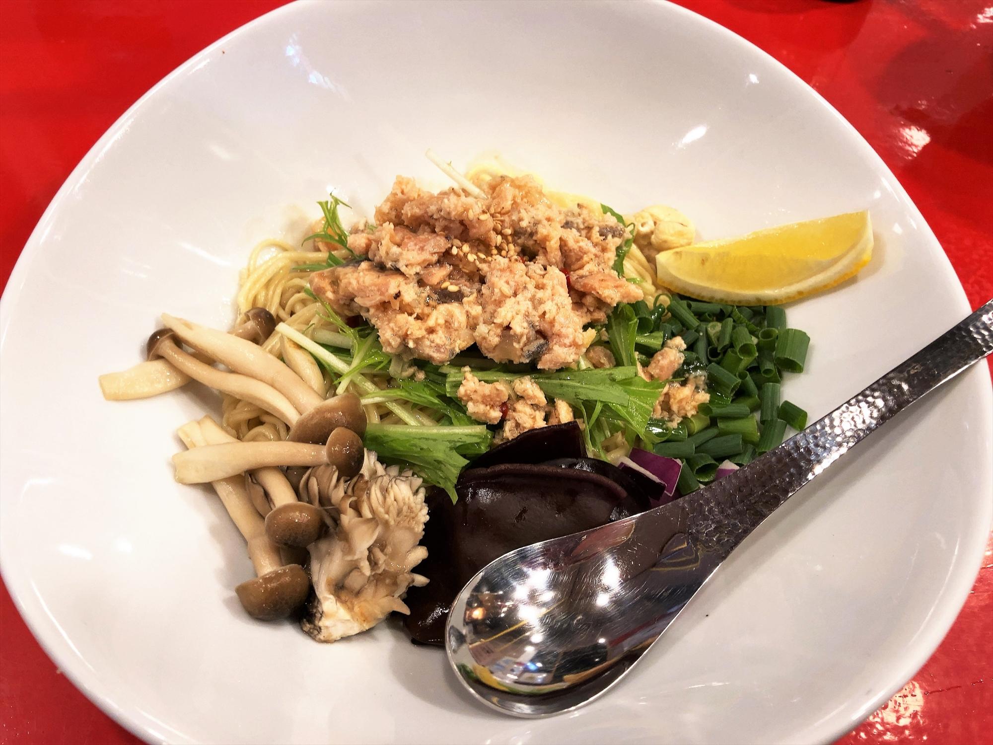 汁なし担々麺っぽい専門店 ラボラトリー「ラボ麺 天然北海道生鮭XO醤仕立て」