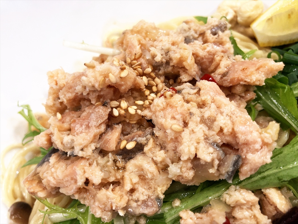 汁なし担々麺っぽい専門店 ラボラトリー「ラボ麺 天然北海道生鮭XO醤仕立て」XO醤
