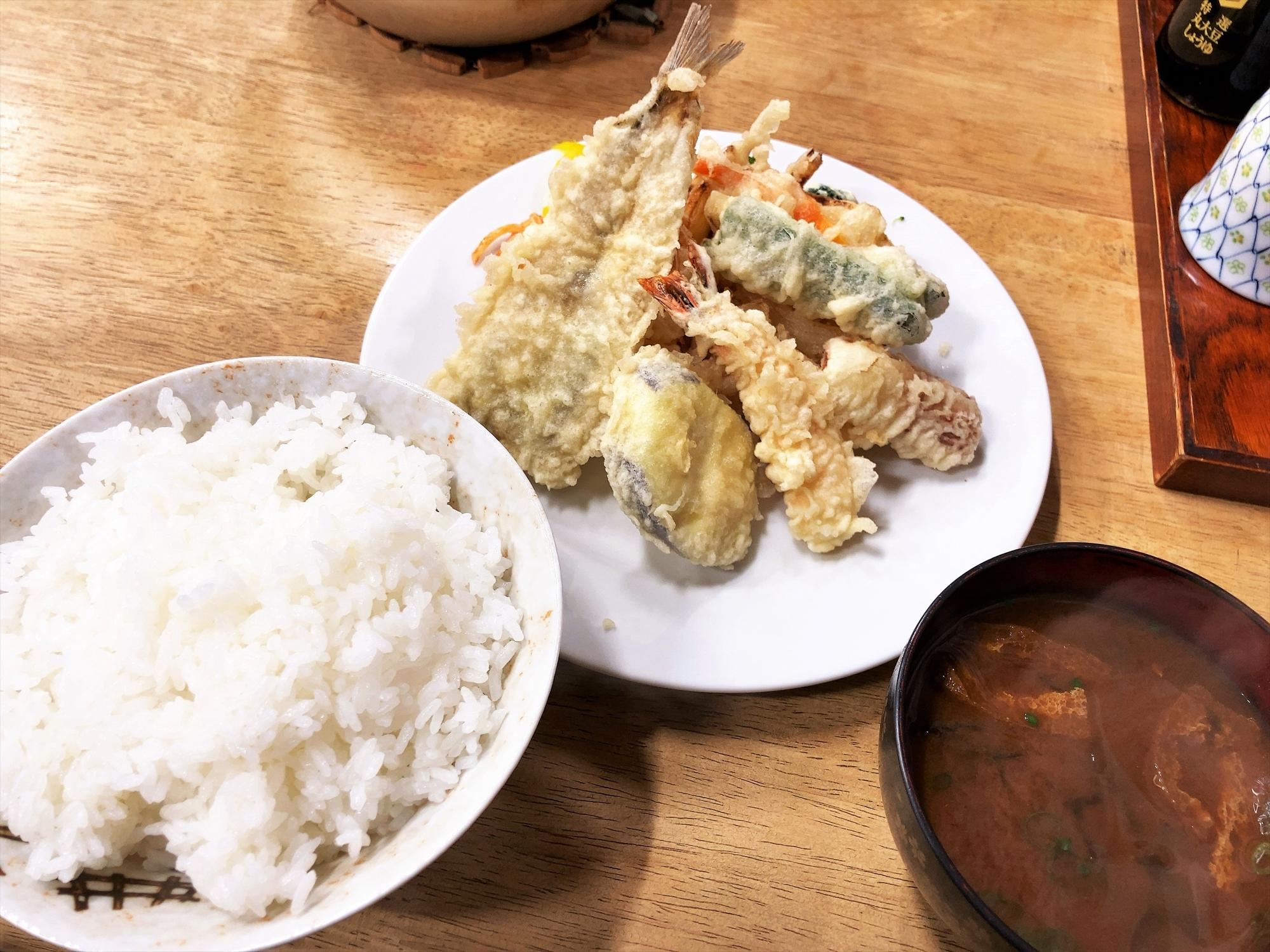 食堂 三楽「盛り天ぷら定食」