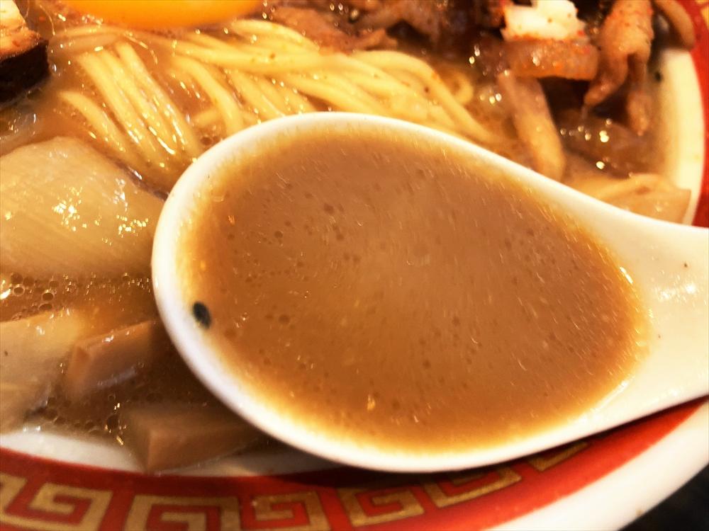 時代麺房 ライオン「徳島ラーメン」スープ