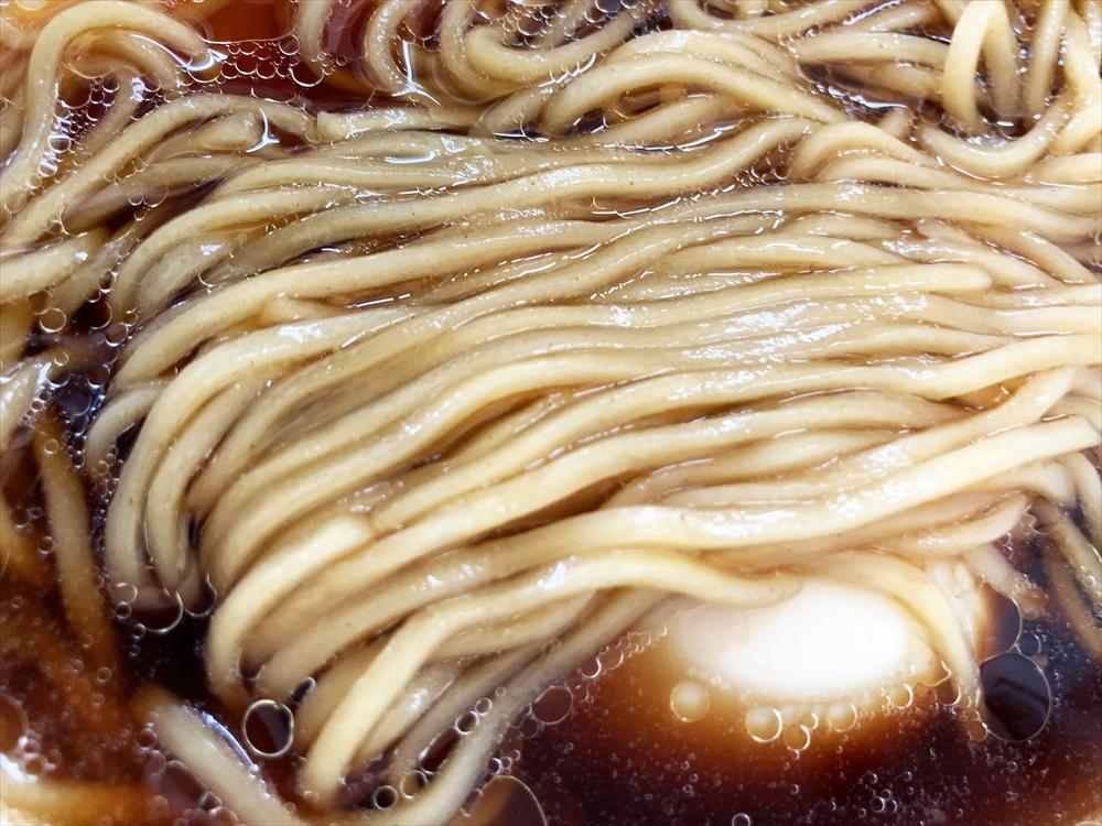 麵や まえ田「特製鶏らぁ麺醤油」麺