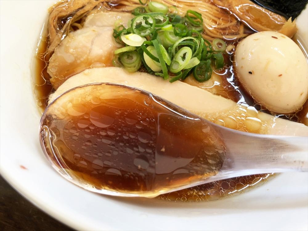 麵や まえ田「特製鶏らぁ麺醤油」スープ