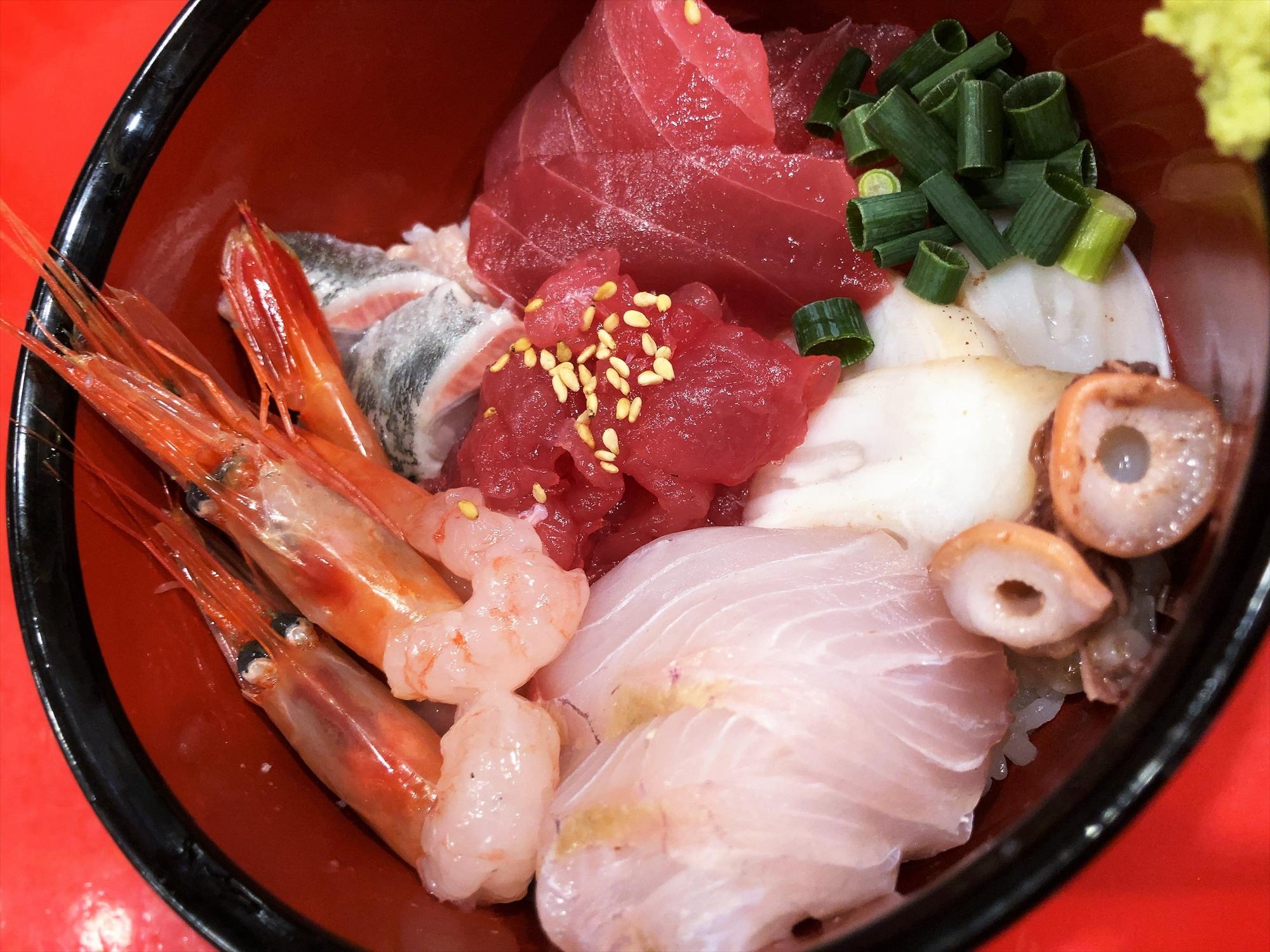 汁なし担々麺っぽい専門店 ラボラトリー「贅沢丼」