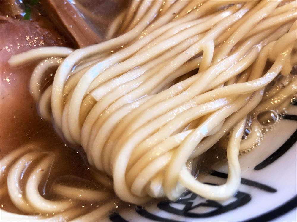 和歌山ラーメン 七星「煮干しとんこつ」麺