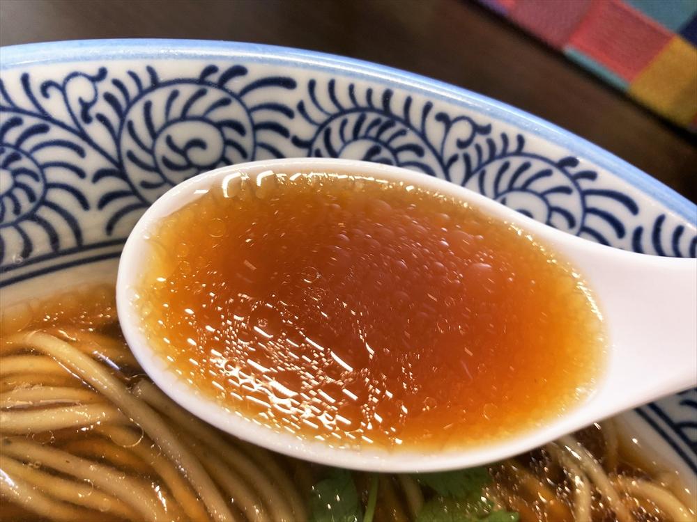 麺屋 AMORE「ワンタン中華そば」スープ